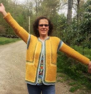 mjeb ha pubblicato su Ravelry questa Adult Surprise Jacket eseguita in forma di gilet